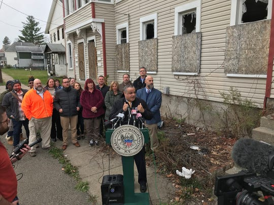 A$7.7 million project willrenovate fourblighted buildings on Binghamton's North Side into 27 units of affordable housing. The project was announced Monday afternoon by Binghamton Mayor Richard David.