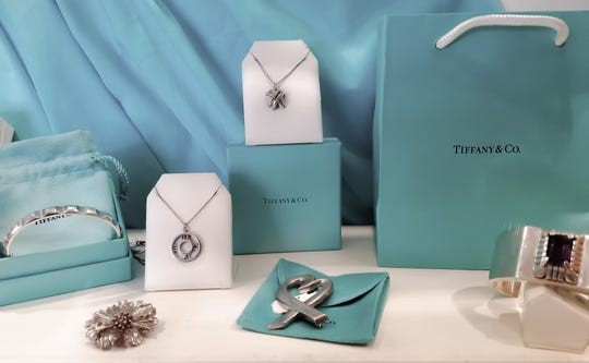 Few colors are so closely associated with a brand as Tiffany blue.