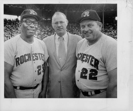 Luke Easter, left, in his coaching days, with Bowie Kuhn and Steve Bilko.
