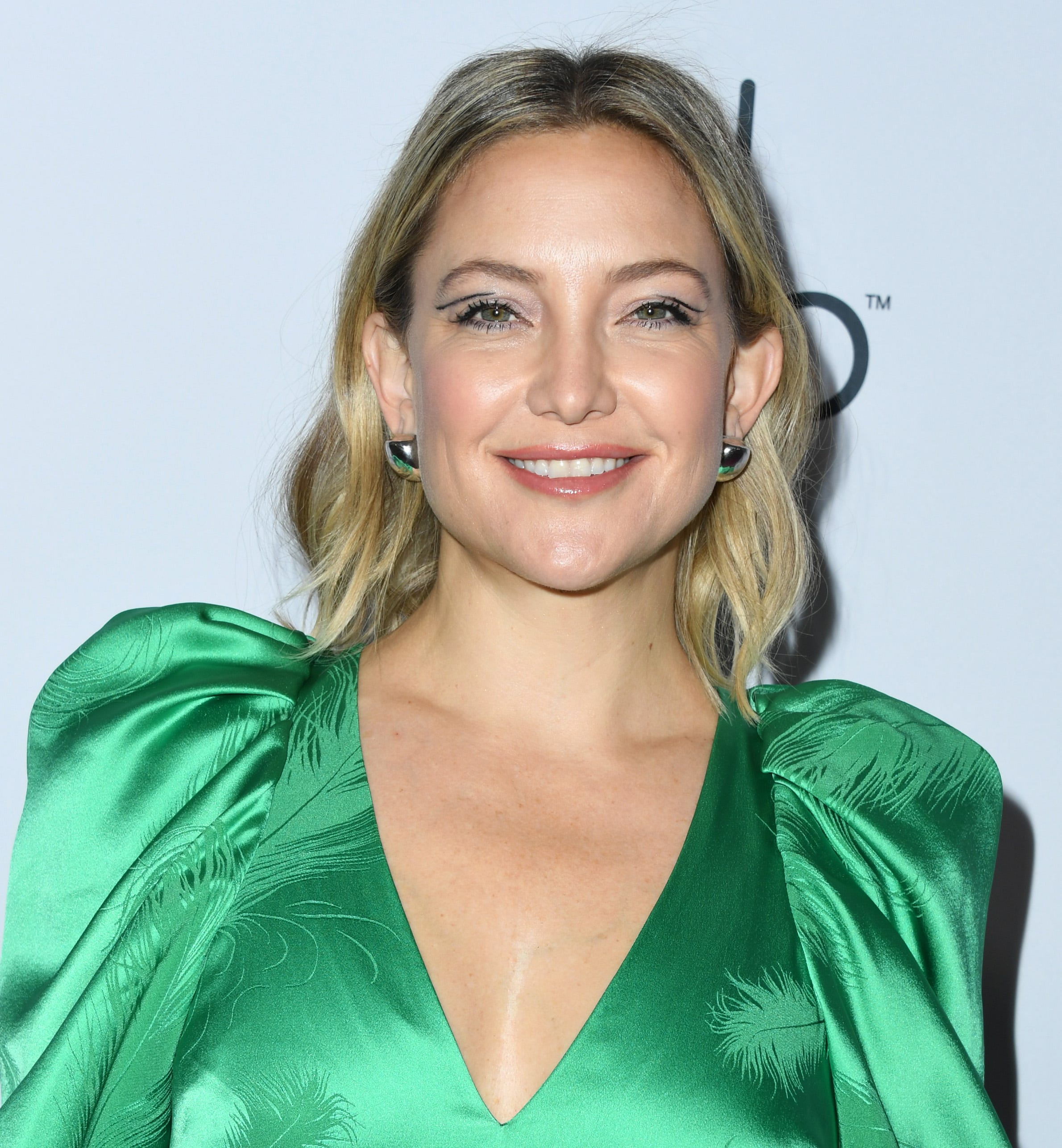 Kate Hudson Oliver Reflect On Goldie Hawn Kurt Russells First Date