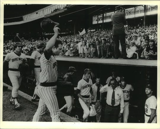 Mike Caldwell of the Milwaukee Brewers doffed his cap to appreciative fans Sunday as he headed for the dugout after beating the Oakland A's for his 21st victory, a club record, in the Brewers' final home game this season at County Stadium in 1978.