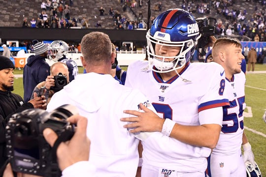 New York Giants head coach Pat Shurmur and quarterback Daniel Jones (8) embrace after the game. The Dallas Cowboys defeat the New York Giants, 37-18, on Monday, Nov. 4, 2019, in East Rutherford.