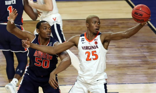 Mamadi Diakite, right, and defending national champion Virginia open their season at Syracuse on Wednesday night.  Diakite, a 6-9 senior, averaged 7.4 points  and 4.4 rebounds last season.
