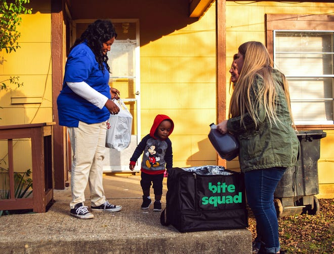 During Thanksgiving Week, Bite Squad will team with local restaurants to deliver free hot meals to thousands of families.