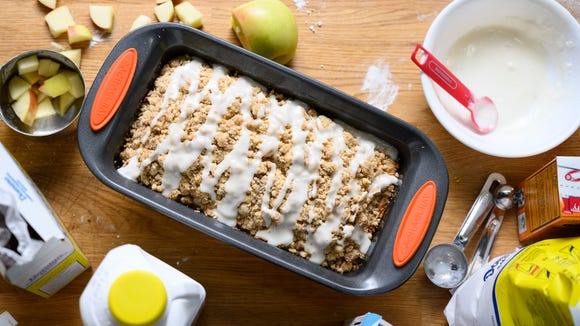 Best gifts from Walmart 2020: Rachael Ray Bakeware Oven Lovin' Loaf Pan