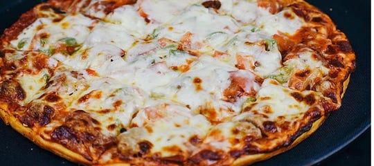 UNA style pizza at Pizza Pub