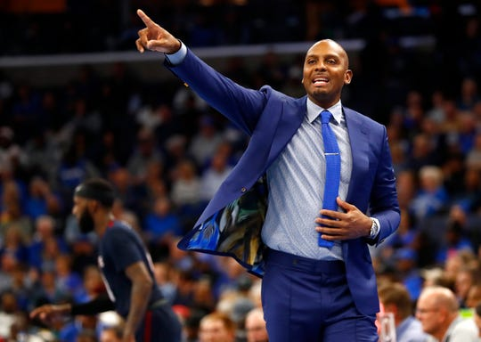 Memphis Tigers Head Coach penny Hardaway yells out to his team during their game against the South Carolina State Bulldogs at the FedExForum on Tuesday, Nov. 5, 2019.