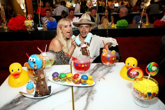 Celebrities like Evan Ross and Ashlee Simpson Ross like to party at Sugar Factory. A new branch of the restaurant offering over-the-top food and drinks is opening this spring in Dover.