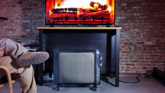 This heater warmed a 1350-cubic-foot room 6 degrees in under an hour.