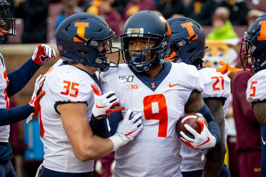 Illinois linebacker Dele Harding (9) has three interceptions this season, including two returned for touchdowns.