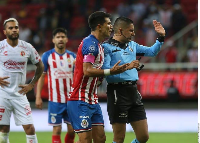 Chivas dejaron escapar el liderato del grupo.