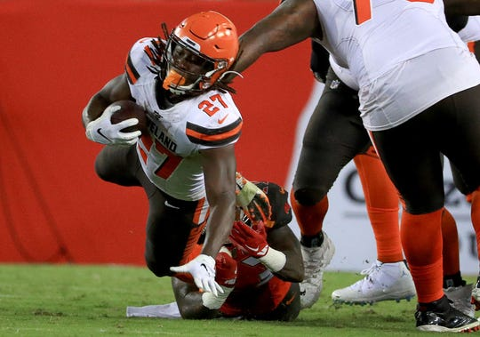 Kareem Hunt regresa a la acción con los Browns.