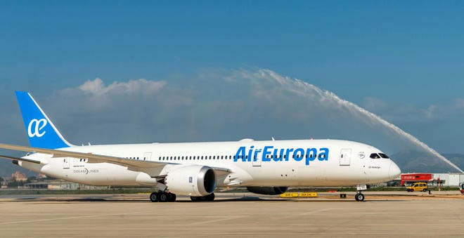 An Air Europa pilot accidentally entered the hijacking code while teaching procedures to a junior pilot before flying from Madrid to Amsterdam, setting off the security protocol at the Dutch airport.