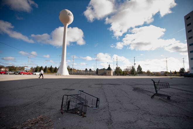 Abandoned shopping carts and the iconic Sears water tower in the Frandor shopping center Friday, Nov. 8, 2019. The Frandor location had been open since 1928 but closed in early 2020.