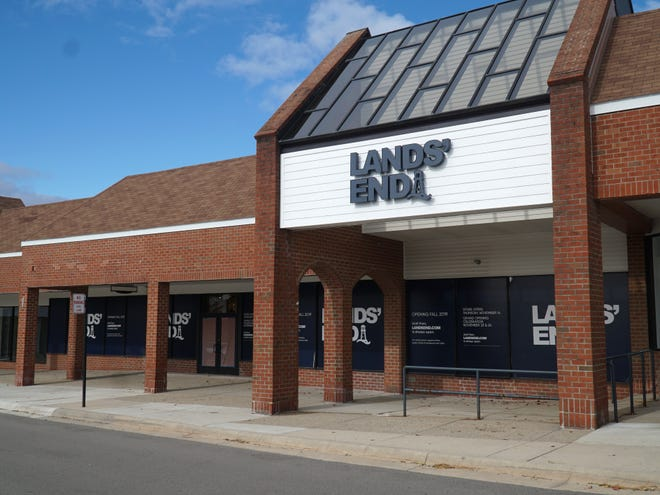 A Lands End store will soon be opening in the northwest corner of Novi's West Oaks II mall.
