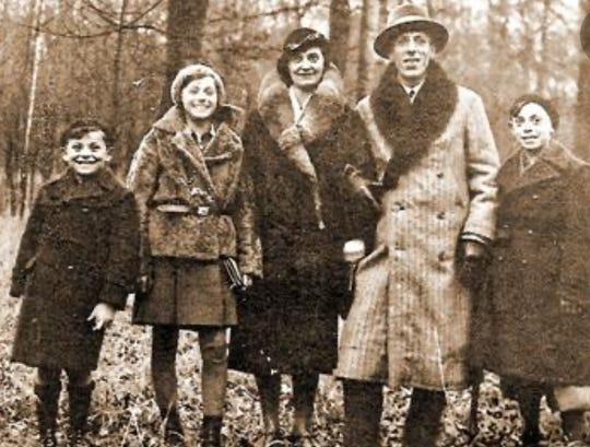 Oskar Knoblauch, left, before World War II with his sister Ilse, mother Ruzia, father Leopold and brother Siegmund.