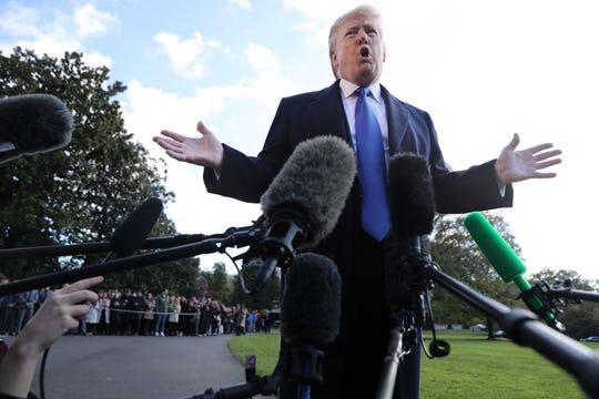 Donald Trump, presidente de EEUU, habla con la prensa.