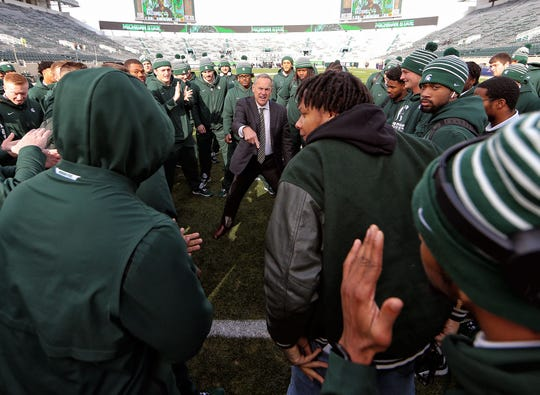 Nov 9, 2019; East Lansing, MI, USA; Michigan State Spartans head coach Mark Dantonio talks to his team in the end zone prior to a game against the Illinois Fighting Illini at Spartan Stadium. Mandatory Credit: Mike Carter-USA TODAY Sports