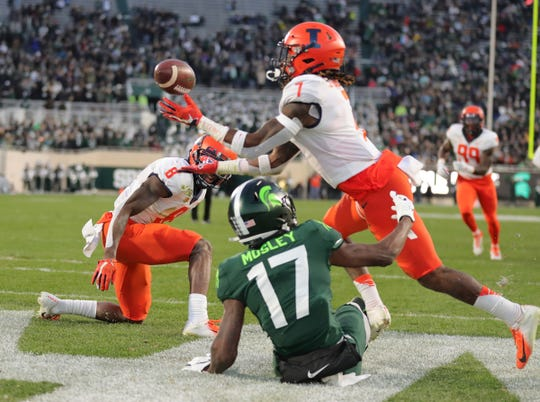 Illinois' Stanley Green (7) picks off a pass against Michigan State receiver Tre Mosley, Nov. 9, 2019.
