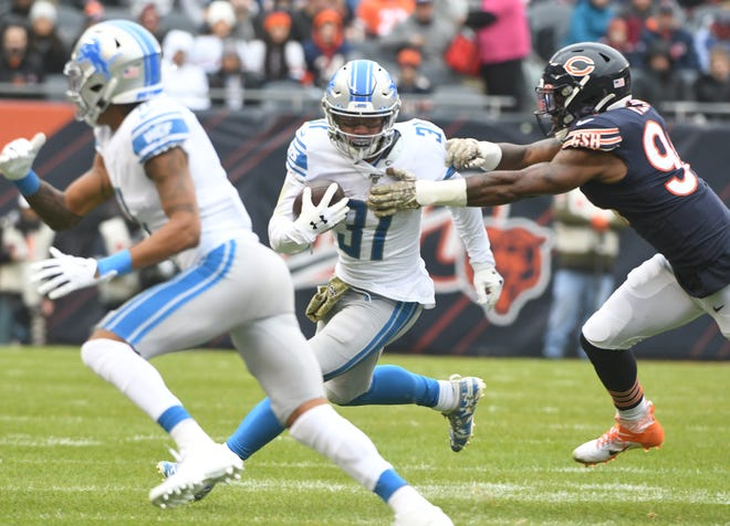 Lions running back Ty Johnson exited Sunday's loss in the first quarter with a concussion.