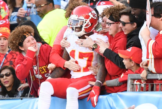 Wide receiver Mecole Hardman (17) celebrates his touchdown with Chiefs fans in the fourth quarter Sunday.