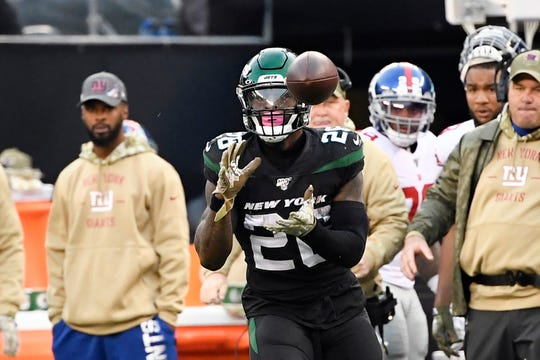 New York Jets running back Le'Veon Bell (26) catches the ball in the second half. The New York Jets defeat the New York Giants, 34-27, on Sunday, Nov. 10, 2019, in East Rutherford.