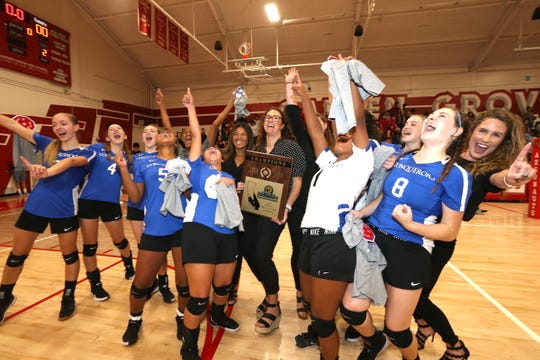 Desert Christian Academy goes crazy after their CIF-SS Division 7 title win.