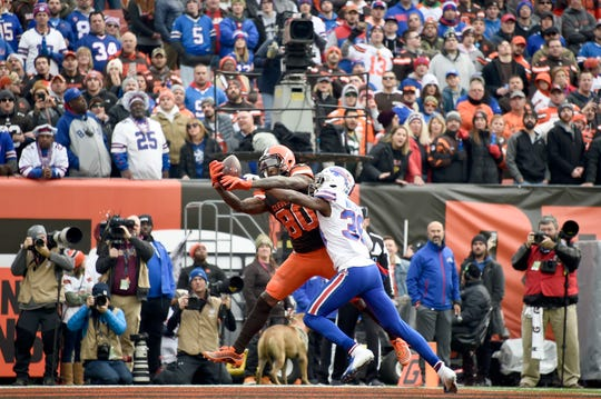 CLEVELAND, OHIO - NOVEMBER 10: Wide receiver Jarvis Landry #80 of the Cleveland Browns catches a touchdown pass while under pressure from cornerback Levi Wallace #39 of the Buffalo Bills during the first half at FirstEnergy Stadium on November 10, 2019 in Cleveland, Ohio. (Photo by Jason Miller/Getty Images)
