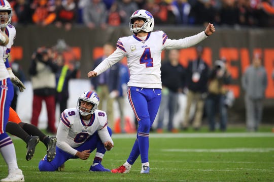 CLEVELAND, OHIO - NOVEMBER 10: Stephen Hauschka #4 of the Buffalo Bills watches his missed field goal with seconds left that would of tied the game against the Cleveland Browns at FirstEnergy Stadium on November 10, 2019 in Cleveland, Ohio. (Photo by Gregory Shamus/Getty Images)