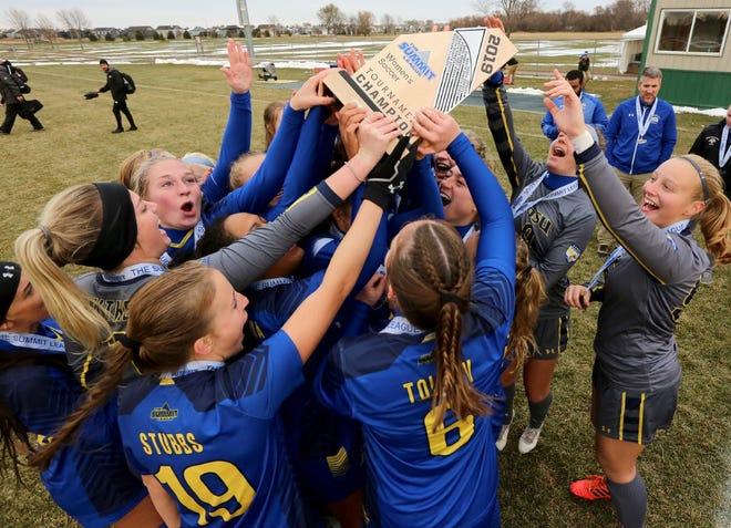 SDSU soccer players celebrate the Summit League championship