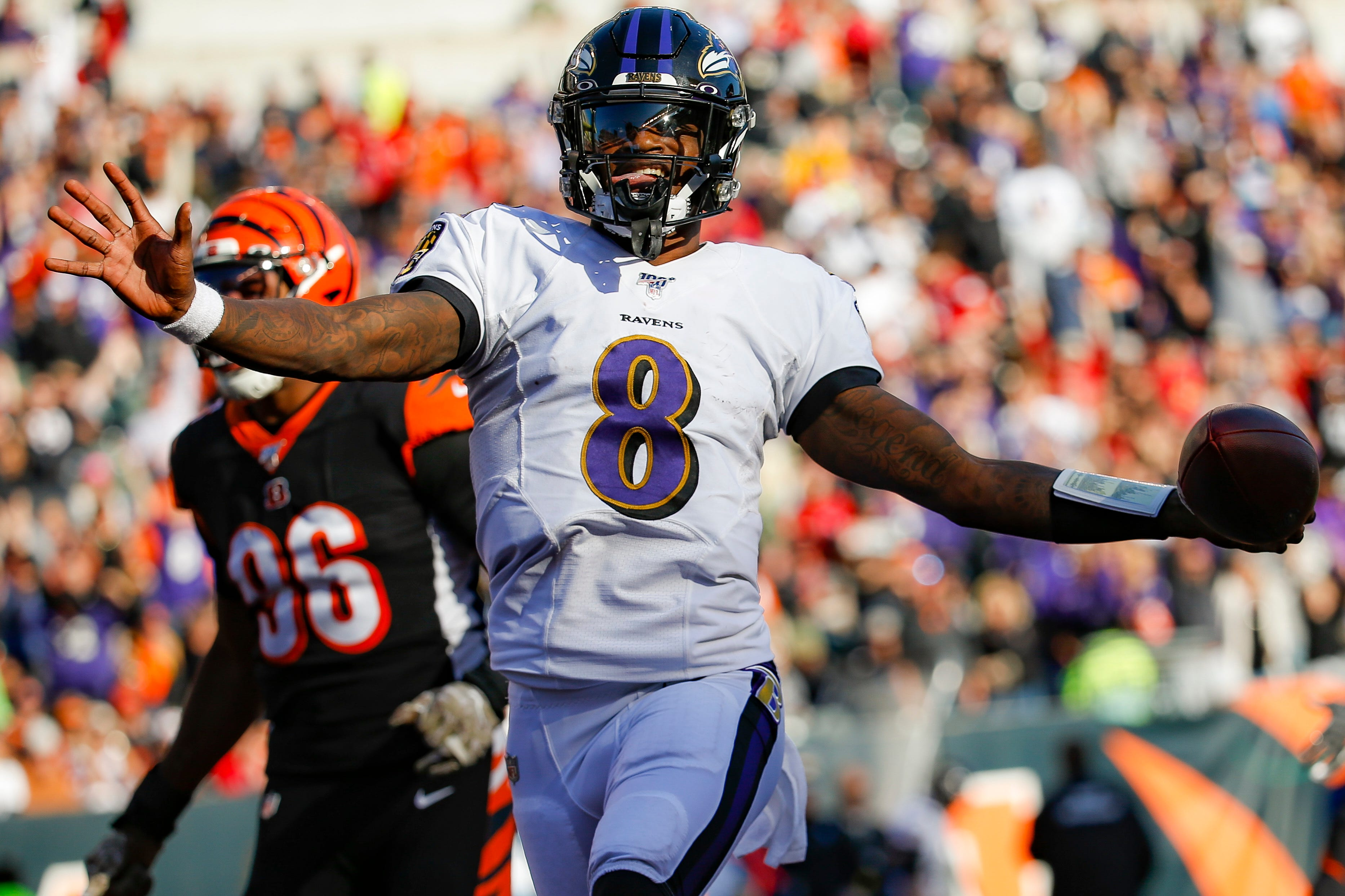 Lamar Jackson posts second perfect passer rating this season as Ravens rout Bengals