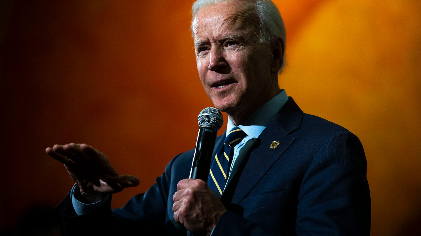 Joe Biden steps up attacks on Elizabeth Warren's 'elitist' attitude on health care
