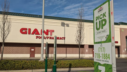 Giant has prime parking spots for their Giant Direct pickup parking with a telephone number to announce your arrival.