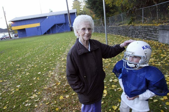 Betty Carpenter, left, talks with a Warren Avenue Pee Wee football player before a practice in 2008. The field is named after Carpenter and her husband, Murrel, who spent years volunteering with the Pee Wees. Betty Carpenter died last week at age 89.