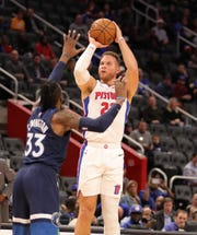 Blake Griffin scores against Robert Covington during the first quarter Monday at LCA.