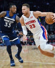 Pistons' Blake Griffin drives around Timberwolves' Robert Covington in the second quarter.