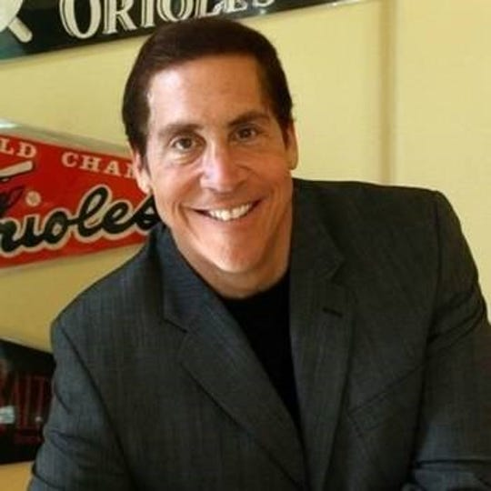Sports commentator, humorist and monologist Roy Firestone brings his one-man show to the desert this Sunday.