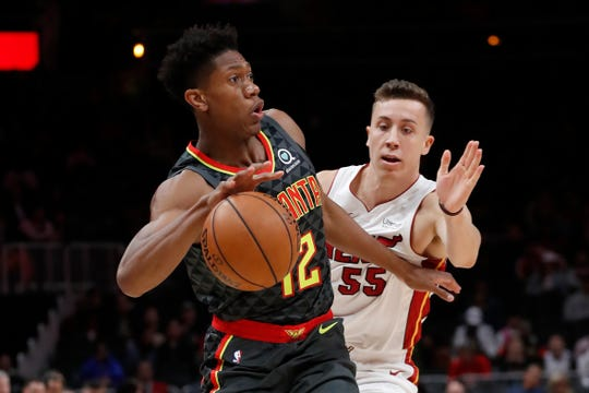 Hawks forward De'Andre Hunter works past Heat forward Duncan Robinson during a game Oct. 31.