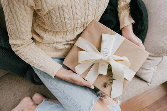 Looking for the perfect gift for your friend? Consider giving a CBD product.