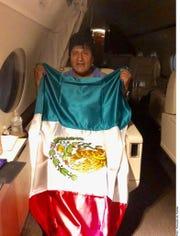 El Canciller Marcelo Ebrard explicó que ayer se recibió la comunicación de Evo Morales (foto) para aceptar el asilo en México, tras lo cual el Presidente Andrés Manuel López Obrador instruyó el traslado de una aeronave de la Fuerza Aérea a Bolivia.