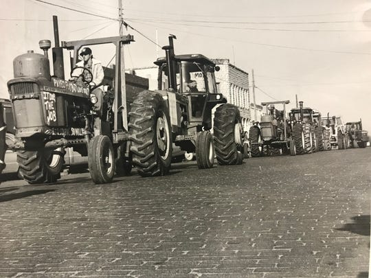 On Dec. 15, 1977 protest tractorcades held demonstrations in Miles and San Angelo to raise awareness for the plight of farmers.