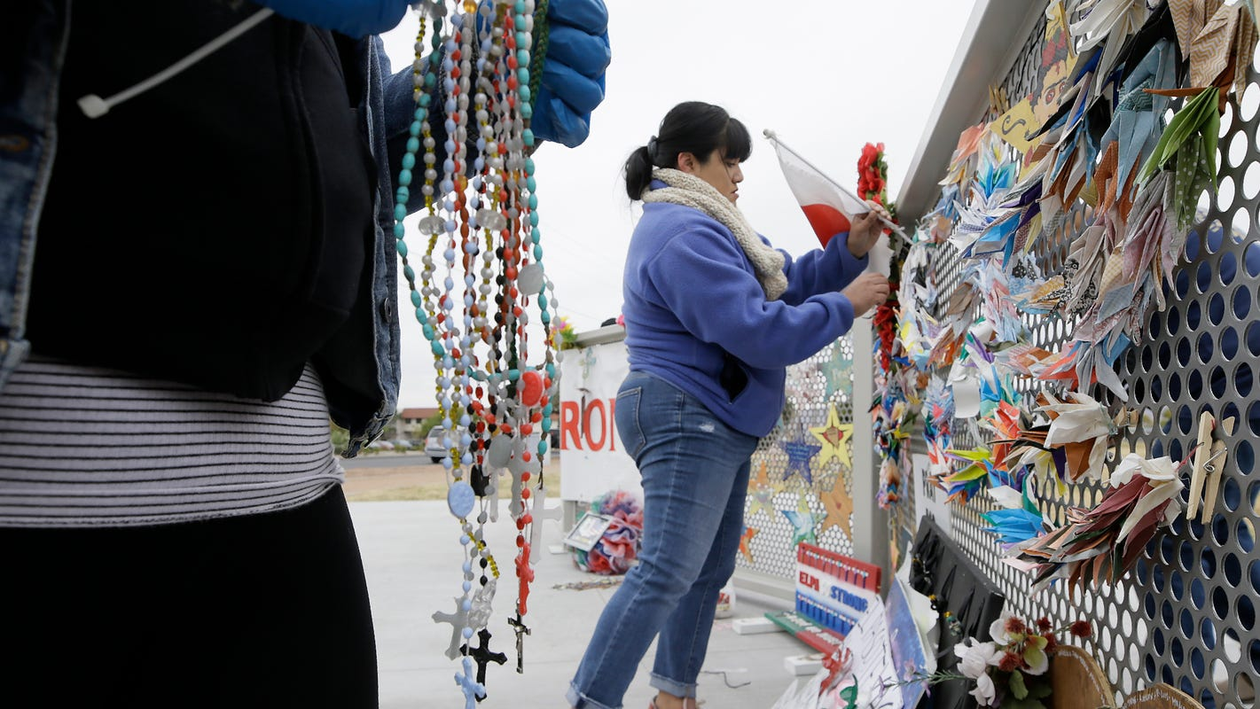 El Paso memorial, hogs by helicopter, trees for troops: News from around our 50 states