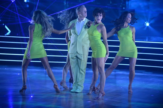 """Sean Spicer showed it was not easy being green on """"Dancing With the Stars."""""""