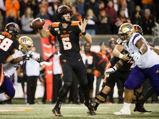 Oregon State Beavers quarterback Jake Luton (6) throws a pass during the first half agains the Washington Huskies at Reser Stadium.