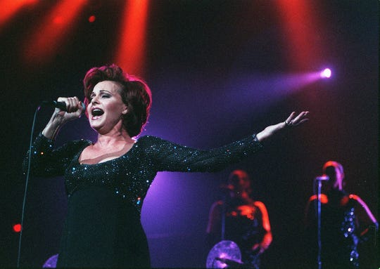 Elias Entertainment presented a concert that teamed superstars  Rocío Dúrcal and Alejandro Fernandez together on Oct 2, 1999, at America West Arena (now Talking Stick Resort Arena).