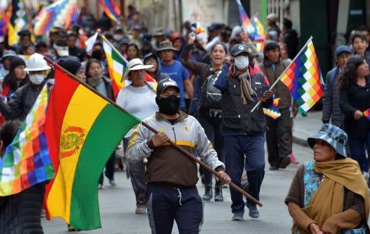 Simpatizantes del ex presidente Evo Morales protestan en las calles de La Paz.