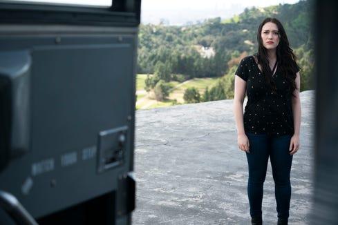 """Jules (Kat Dennings) in Hulu series """"Dollface."""""""