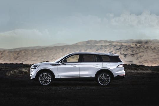The 2020 Lincoln Aviator looked the part of a luxury sport utility vehicle, with a sumptuous interior and fashionable appointments of high-quality materials and careful workmanship.