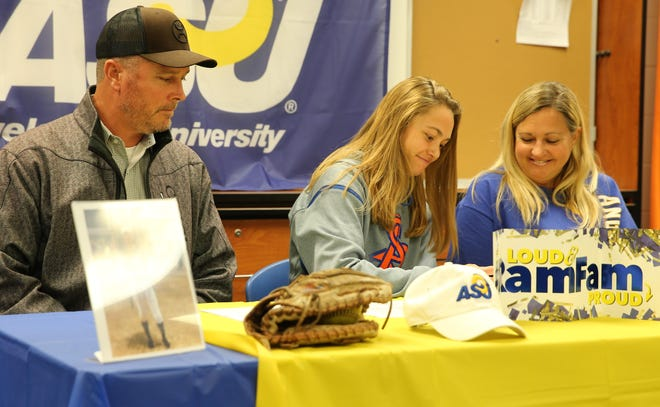San Angelo Central High School senior Haylie Mitchell signs a scholarship to play softball for Angelo State University as her parents look on Wednesday, Nov. 13, 2019. Mitchell relocated to San Angelo this past summer.