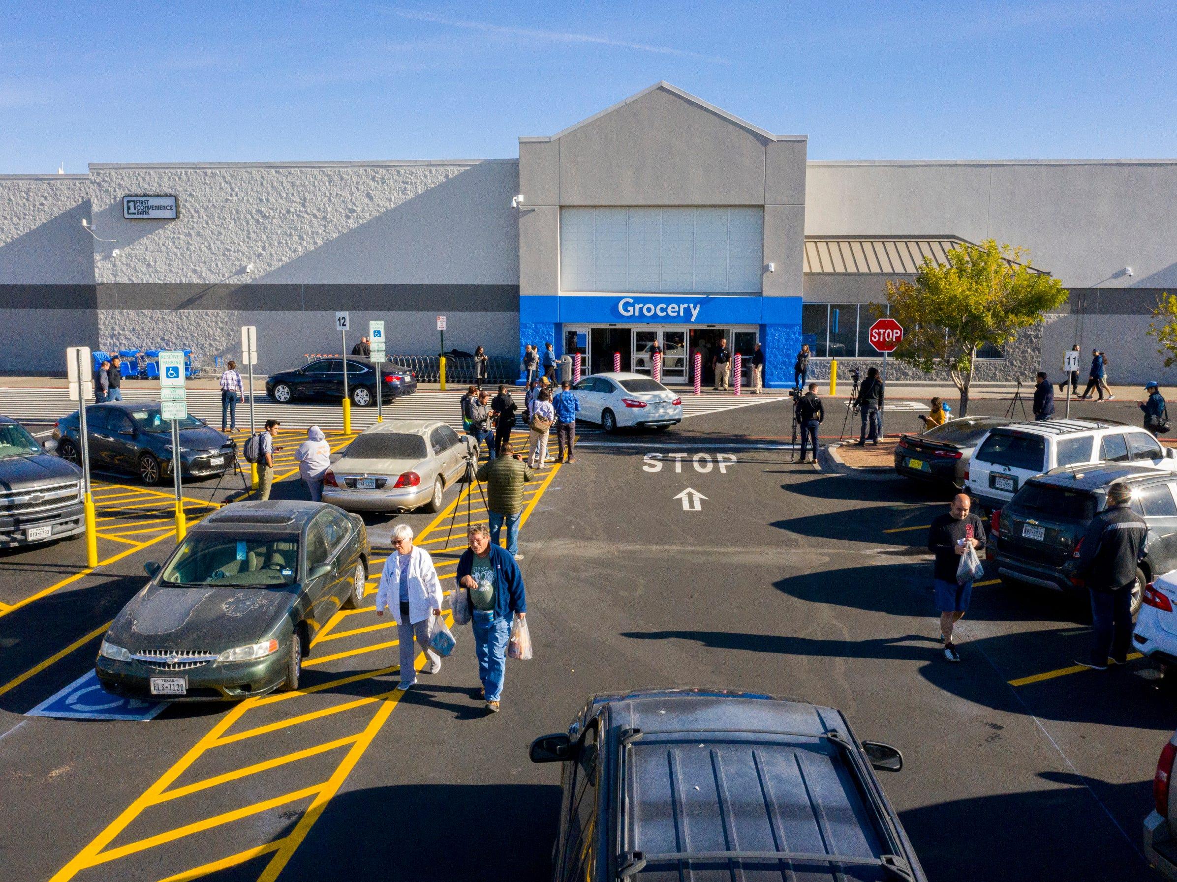 Design Bank Stof.El Paso Walmart People React To Reopening After Mass Shooting
